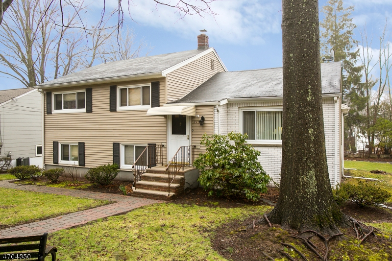 215 Saint Cloud Ave West Orange Twp., NJ 07052 - MLS #: 3389522