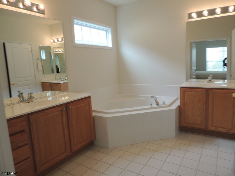 193 Stone Manor Dr Franklin Twp., NJ 08873 - MLS #: 3389627