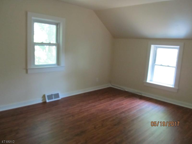 34 W Main St Clinton Town, NJ 08809 - MLS #: 3389751