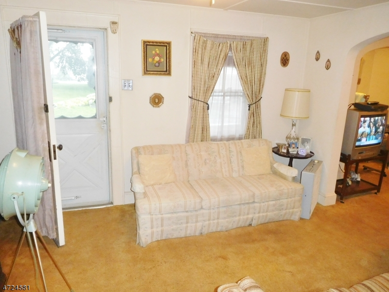 18 Locust St Wanaque Boro, NJ 07420 - MLS #: 3397754