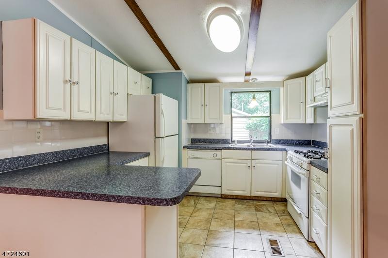 16 Cedar Ct Manalapan Twp., NJ 07726 - MLS #: 3397762