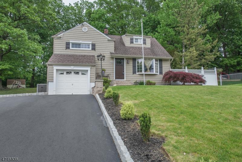 68 Oak Dr Little Falls Twp., NJ 07009 - MLS #: 3389568