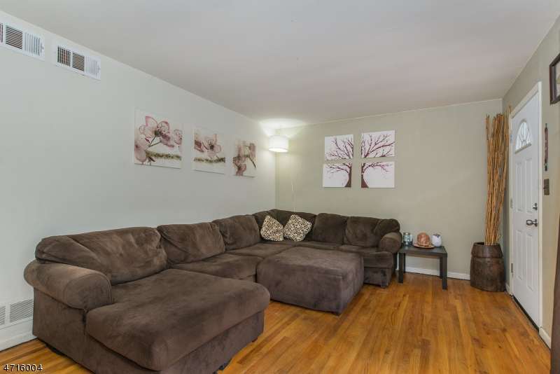 68 Hilltop Ter Bloomingdale Boro, NJ 07403 - MLS #: 3389782