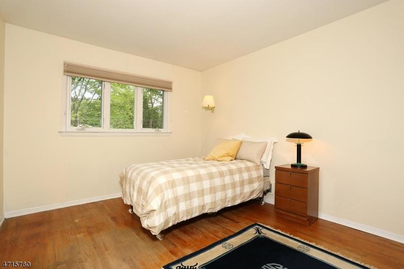 323 Pine St Wyckoff Twp., NJ 07481 - MLS #: 3389488