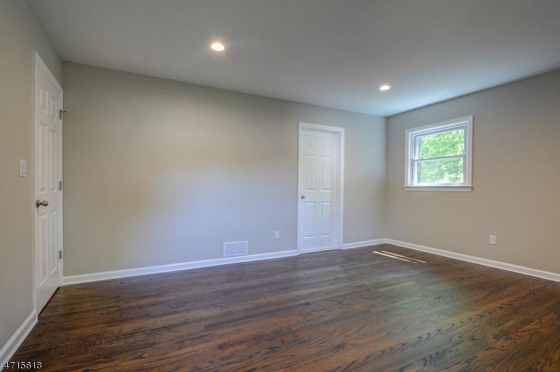 45 Essex Rd Maplewood Twp., NJ 07040 - MLS #: 3389492