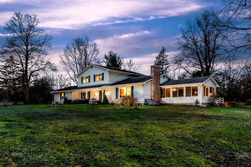 Maison unifamiliale pour l Vente à 40 Felmley Road Oldwick, New Jersey 08858 États-Unis