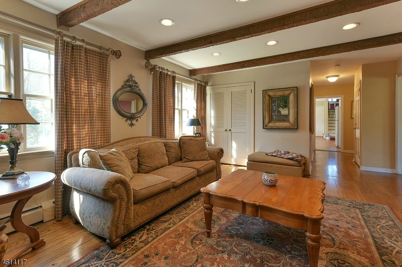 Additional photo for property listing at 28 Holly Drive  Saddle River, Нью-Джерси 07458 Соединенные Штаты