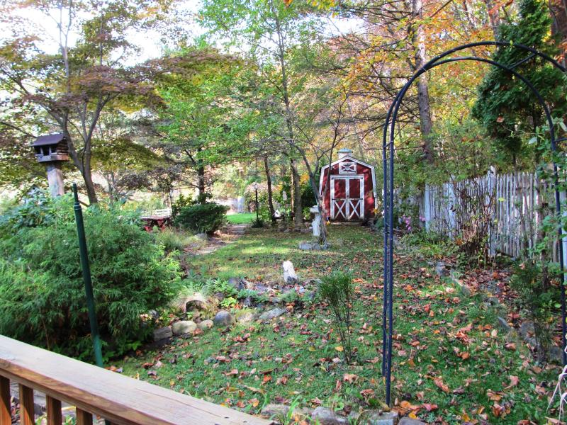 Additional photo for property listing at 142-144 Maple Road  West Milford, Nueva Jersey 07480 Estados Unidos
