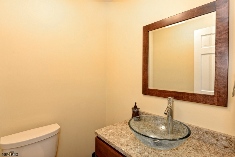 Additional photo for property listing at 75 Runnymeade Road  Berkeley Heights, Nueva Jersey 07922 Estados Unidos
