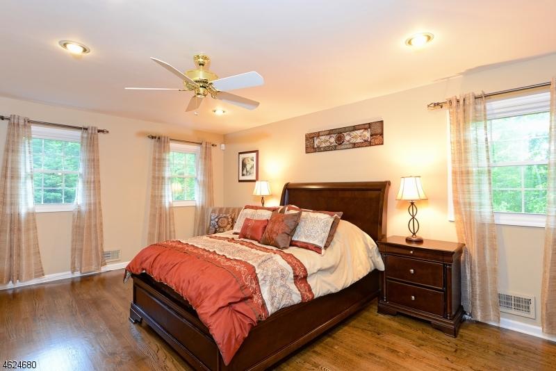 Additional photo for property listing at 75 Runnymeade Road  Berkeley Heights, Нью-Джерси 07922 Соединенные Штаты