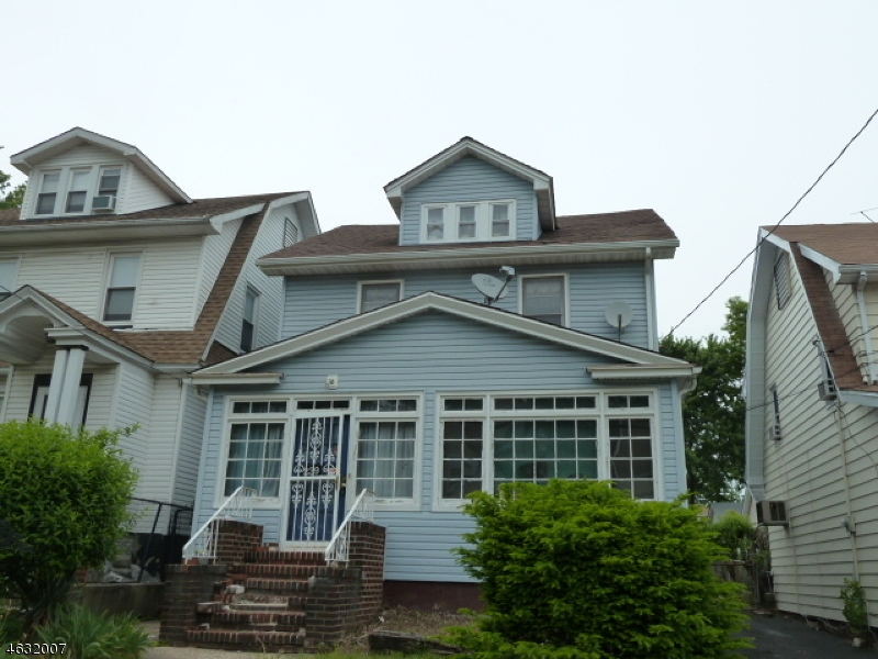 Maison unifamiliale pour l Vente à 239 Williamson Ave APPROVED Hillside, New Jersey 07205 États-Unis