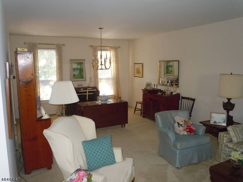 Additional photo for property listing at 11 Sundance Drive  Wayne, New Jersey 07470 États-Unis