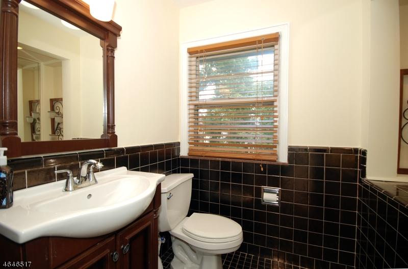 Additional photo for property listing at 74 Luddington Road  West Orange, Nueva Jersey 07052 Estados Unidos