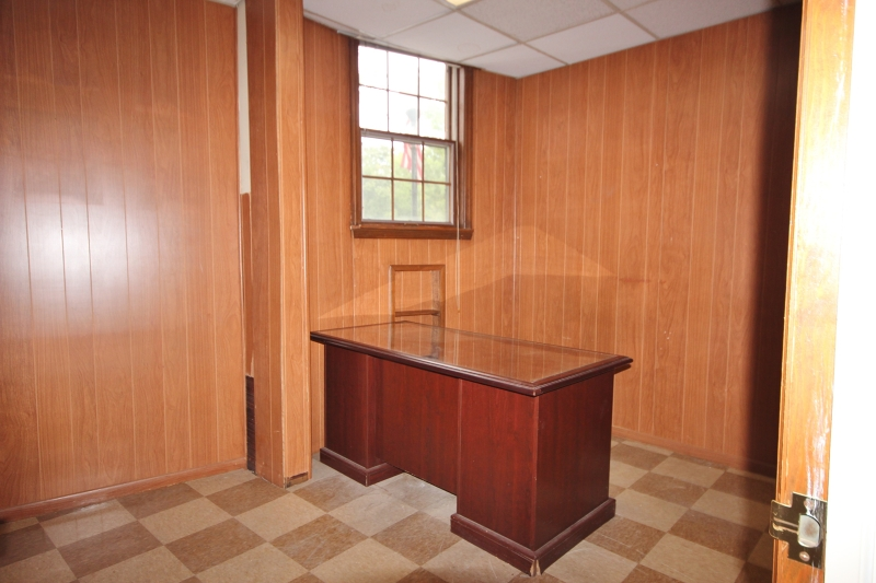Additional photo for property listing at 326 PARKER Avenue  Clifton, Нью-Джерси 07011 Соединенные Штаты