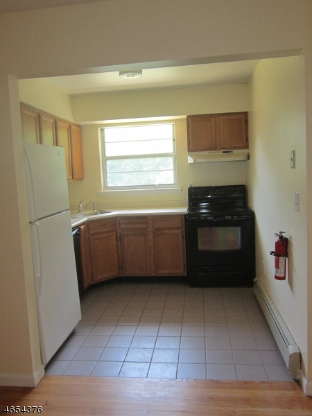 Additional photo for property listing at 28 Deanna Dr, APT 59  Hillsborough, New Jersey 08844 United States