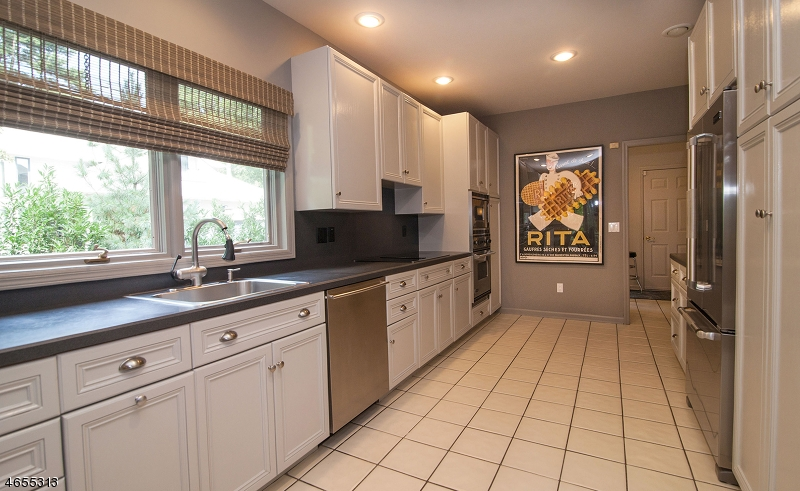 Additional photo for property listing at 4 Stonegate Court  Madison, Nueva Jersey 07940 Estados Unidos