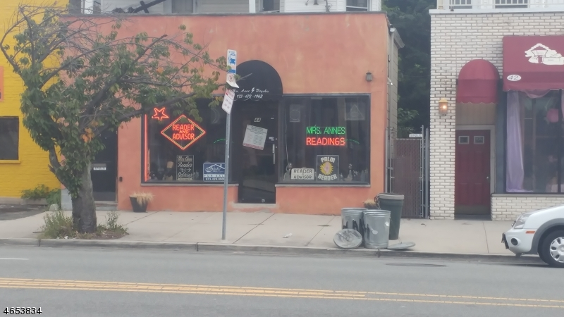 Comercial por un Venta en 44 Central Avenue East Orange, Nueva Jersey 07018 Estados Unidos