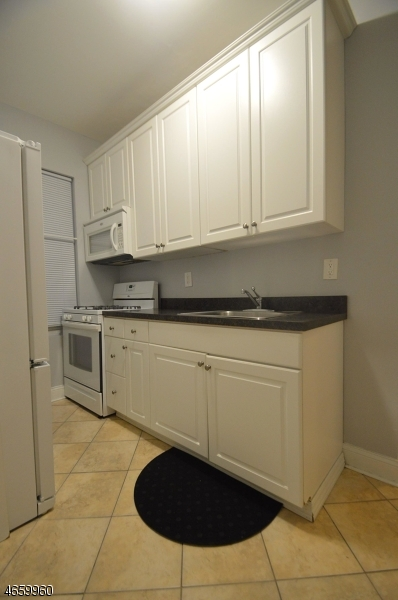 Additional photo for property listing at 15 Broadway  Bayonne, Нью-Джерси 07002 Соединенные Штаты