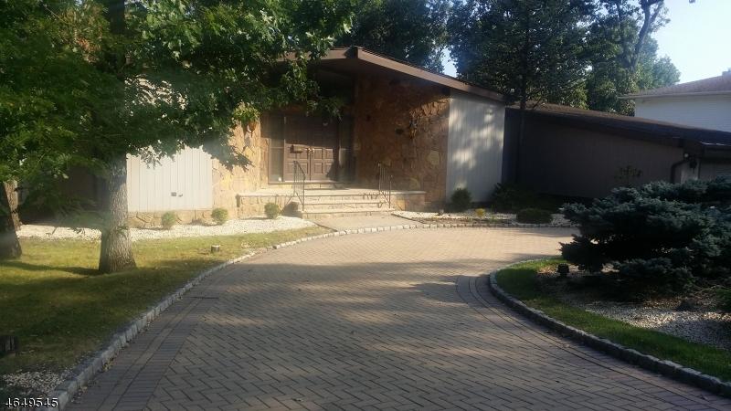 独户住宅 为 销售 在 48 Edgemont Road 西奥兰治, 新泽西州 07052 美国