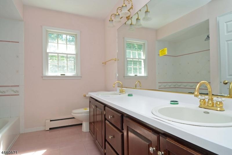 Additional photo for property listing at 10 Van Brookhaven Court  Mahwah, Nueva Jersey 07430 Estados Unidos