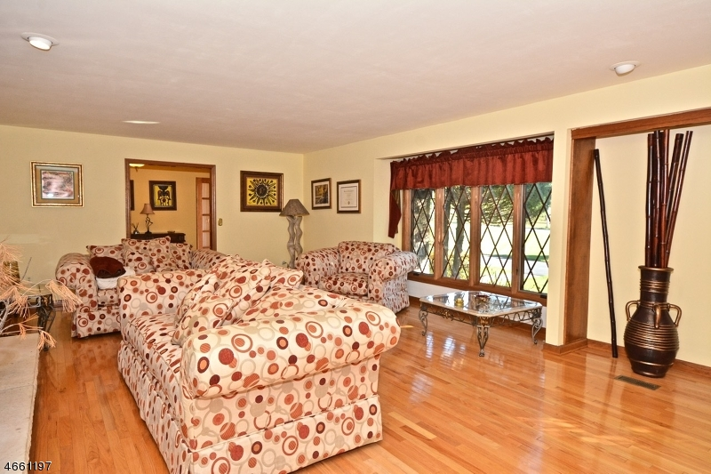 Additional photo for property listing at 10 Wolverton Road  Pittstown, New Jersey 08867 États-Unis