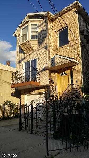 Casa Multifamiliar por un Venta en 924 Bergen Street Newark, Nueva Jersey 07112 Estados Unidos