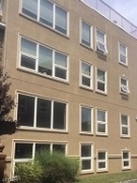 独户住宅 为 销售 在 595 Christopher Street Orange, 新泽西州 07050 美国