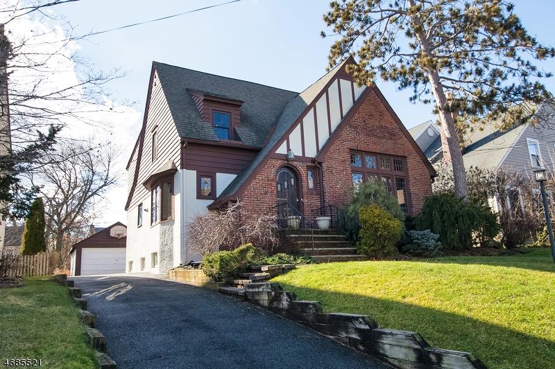 独户住宅 为 销售 在 924 Ridgewood Road 米尔本, 新泽西州 07041 美国