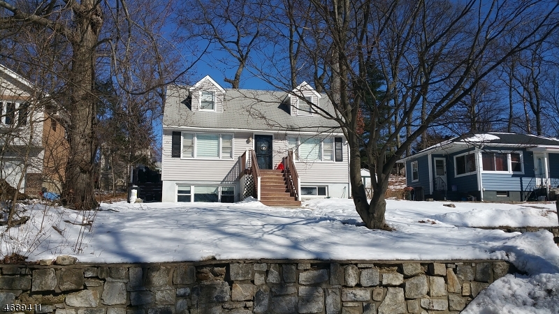 Частный односемейный дом для того Продажа на 523 Davsel Road Landing, 07850 Соединенные Штаты