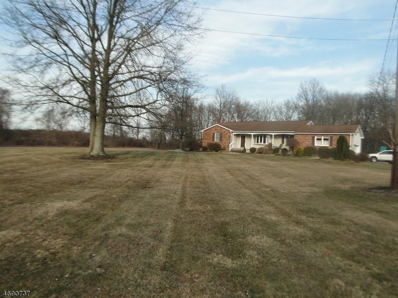Частный односемейный дом для того Аренда на 1018 Croton Road Pittstown, Нью-Джерси 08867 Соединенные Штаты