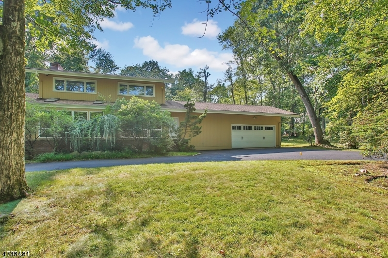 Single Family Home for Sale at 41 Arcadia Road Woodcliff Lake, New Jersey 07677 United States