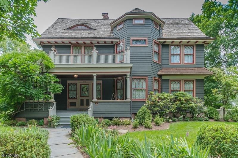 独户住宅 为 销售 在 242 Kimball Avenue 韦斯特菲尔德, 新泽西州 07090 美国