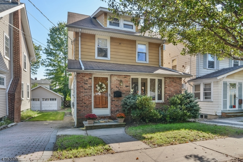 Einfamilienhaus für Verkauf beim 270 DeWitt Avenue 270 DeWitt Avenue Belleville, New Jersey 07109 Vereinigte Staaten