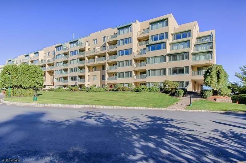Casa Unifamiliar por un Alquiler en 1000-3000 GATES Court Parsippany, Nueva Jersey 07950 Estados Unidos