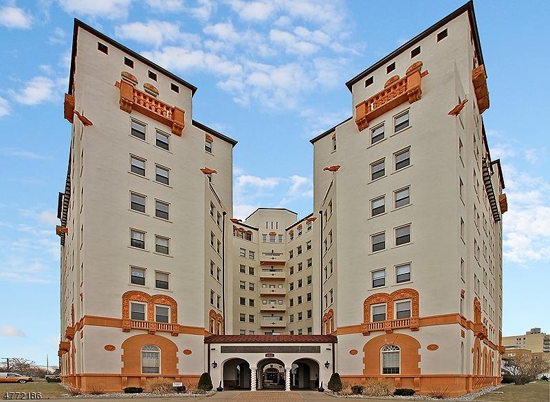 Tek Ailelik Ev için Satış at 400 Deal Lake Dr, UNIT 5C Asbury Park, New Jersey 07712 Amerika Birleşik Devletleri
