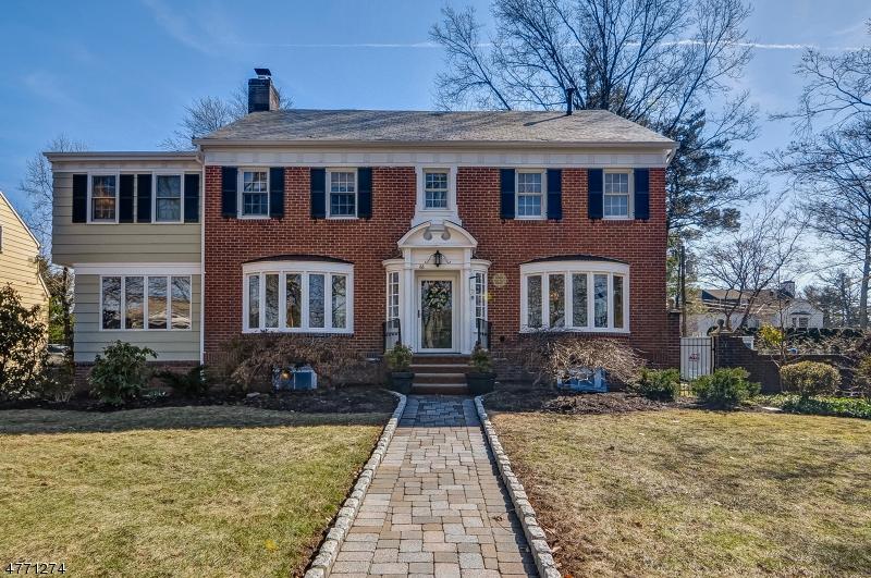 Maison unifamiliale pour l Vente à 66 Duffield Drive South Orange, New Jersey 07079 États-Unis