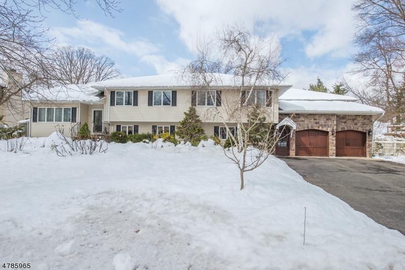 Casa Unifamiliar por un Venta en 111 McKinley Avenue East Hanover, Nueva Jersey 07936 Estados Unidos