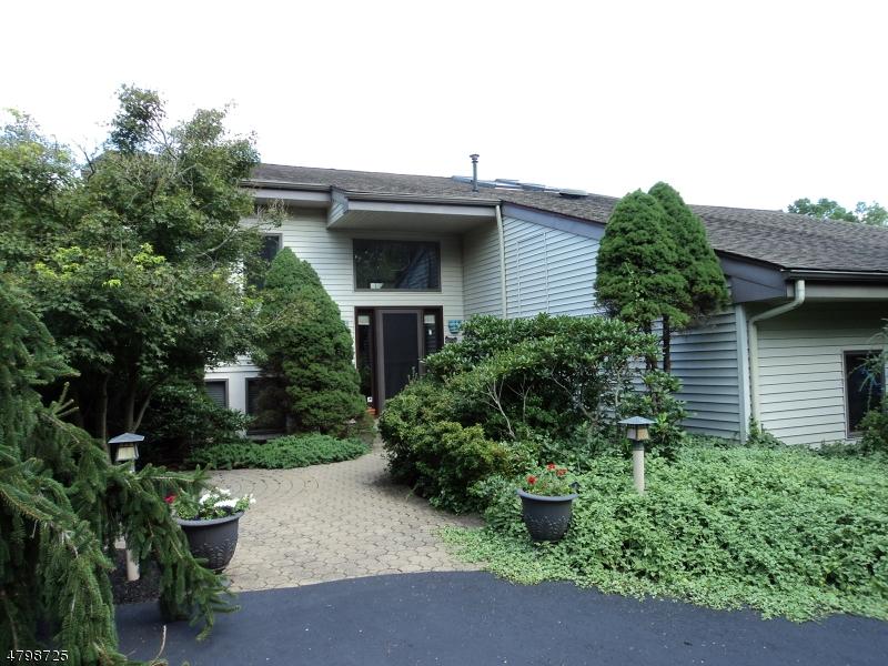 Enfamiljshus för Försäljning vid 11 Bristol Court Clinton, New Jersey 08801 Usa