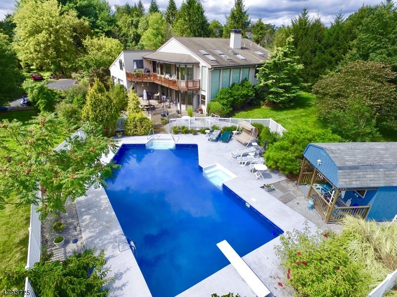 獨棟家庭住宅 為 出售 在 11 Bristol Court Clinton, 新澤西州 08801 美國