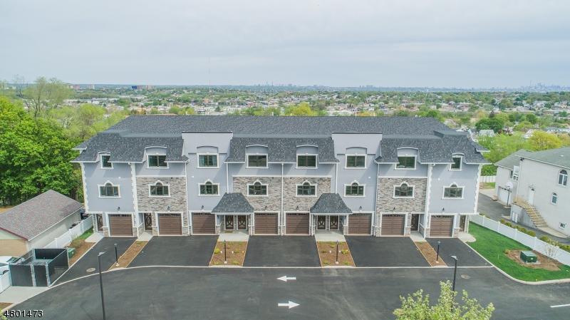 公寓 / 联排别墅 为 销售 在 524 Harrison Ave 2 Lodi, 新泽西州 07644 美国