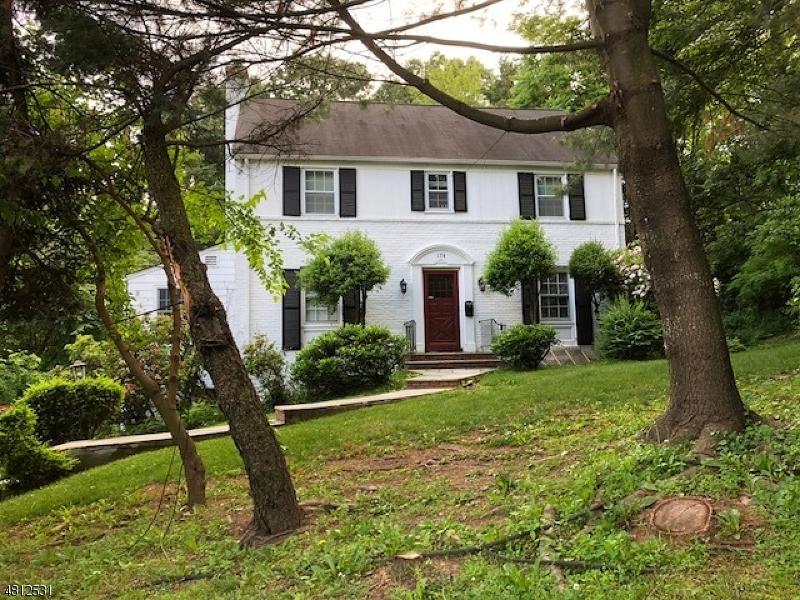 Maison unifamiliale pour l à louer à 174 SPRINGFIELD Avenue Summit, New Jersey 07901 États-Unis