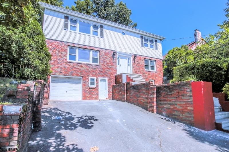 二世帯住宅 のために 売買 アット 2 PILGRIM Court Bloomfield, ニュージャージー 07003 アメリカ合衆国