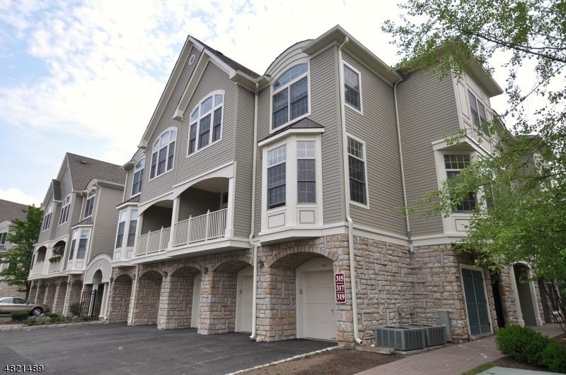 Condo / Townhouse pour l à louer à 315 REGAL BLVD Livingston, New Jersey 07039 États-Unis