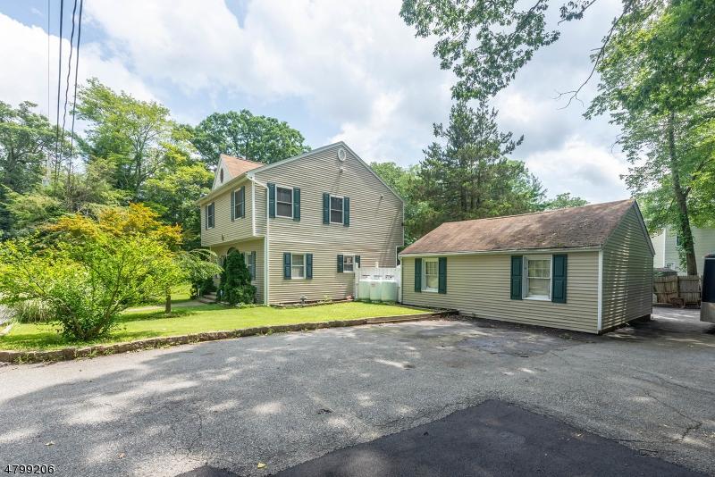 Nhà ở một gia đình vì Bán tại 3 Ardena Road West Milford, New Jersey 07421 Hoa Kỳ