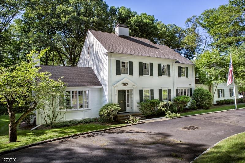Maison unifamiliale pour l Vente à 40 GORDON Road Essex Fells, New Jersey 07021 États-Unis