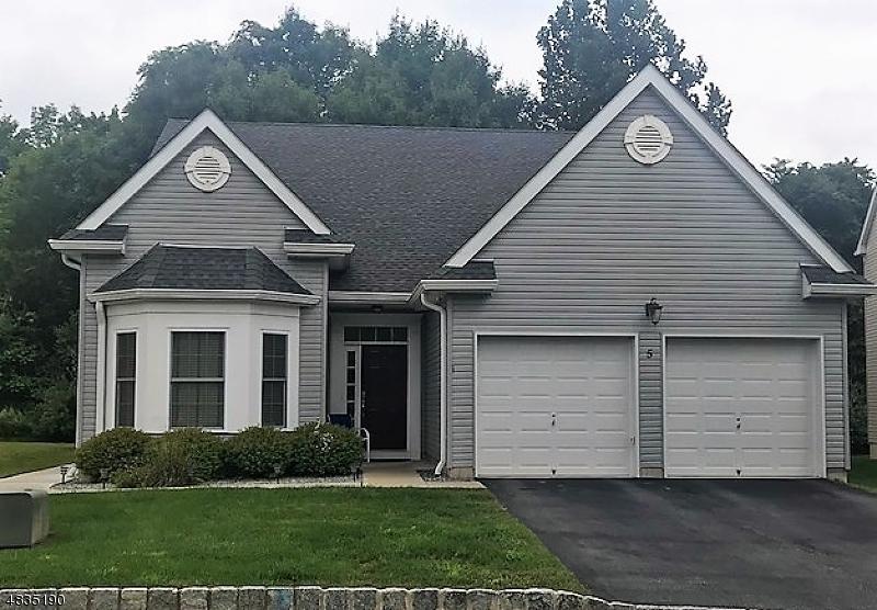 Tek Ailelik Ev için Satış at 5 BLUFFS Court Hamburg, New Jersey 07419 Amerika Birleşik Devletleri