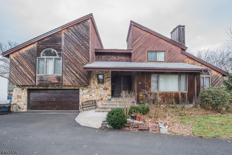 Single Family Home for Sale at 136 W LIONSHEAD DR 136 W LIONSHEAD DR Wayne, New Jersey 07470 United States