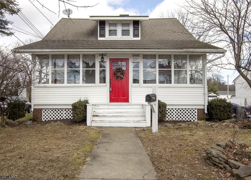 Maison unifamiliale pour l Vente à 301 FRANKLIN Street Hackettstown, New Jersey 07840 États-Unis