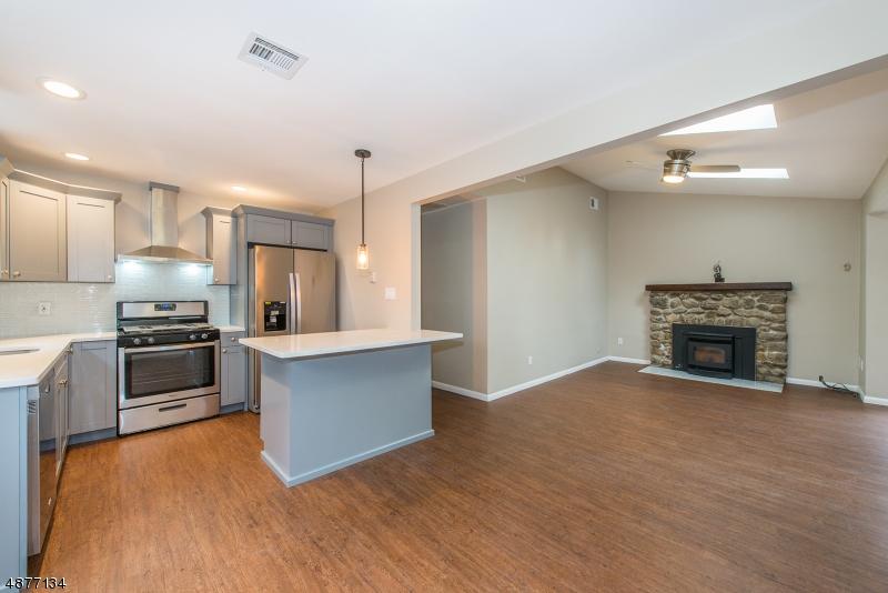 Tek Ailelik Ev için Satış at 1 Ridge Circle Andover, New Jersey 07860 Amerika Birleşik Devletleri