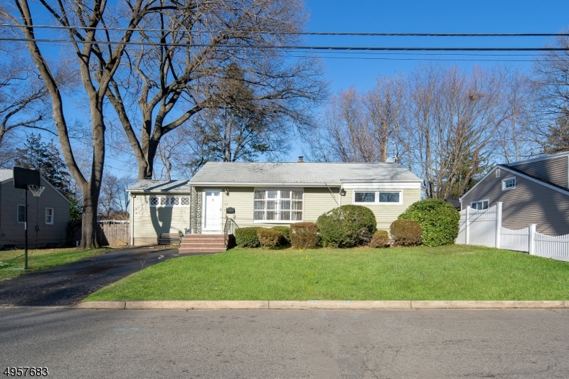 Single Family Homes للـ Sale في Emerson, New Jersey 07630 United States